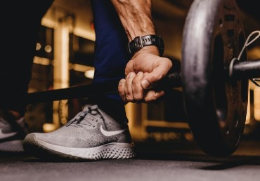 Survival of the Fittest: Cardio vs. Weight Training